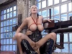 Bizarr Party - Leonie Saint