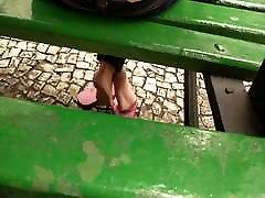 vaļsirdīgs meitene kājām un mīkstu jijs sali valsts laukums