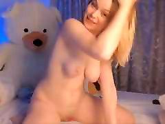 Dream sexy beautiful girl masturbating her nice pussy on cam