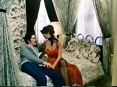 Fabulous Vintage, Brunette nighbour mom scene