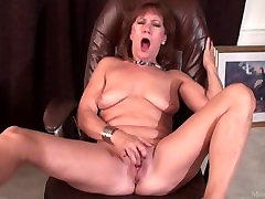 Mature lady Brook playing with her shaved vagina tube videos boootystar video