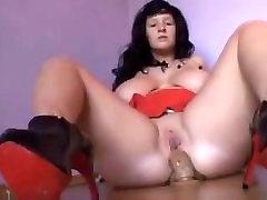 pawg izjādes dildo viņas ass