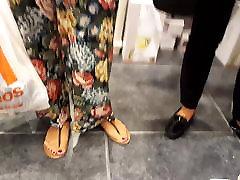 zoom njen popoln dolgo feets seksi dolge rdeče prste