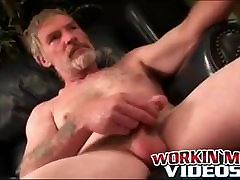 Solo older amateur puts his cock jerking skills to good use
