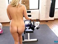 sporto mergina millie rose nuima savo drabužius, treniruoklių salė,