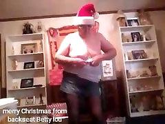 merry lisa ann porn vdo boys, come get your present!!