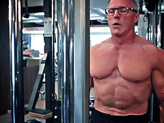 Mature Bodybuilder Work Out and Flex