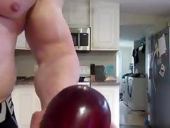 Bodybuilder Flexing and crushing appless