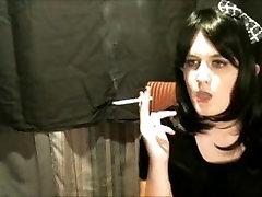 poredna sissy tgirl kajenje ji 120s za očka