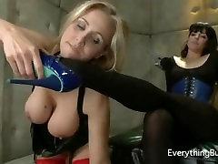 Julia Ann worships Boobi Starrs heel
