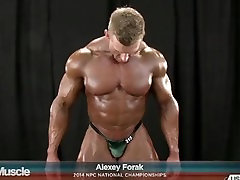 Ripped Muscles and Bulging Posing Trunks! Competitive Bodybuilders Flexing