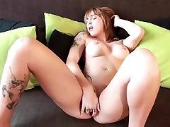 mergina masturbiert