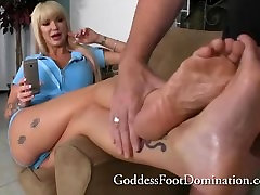 Brianna pembantu ngentot sama juragan makes step son cum 6 times with feet