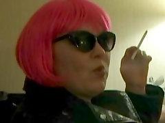 milf nošenje roza lasulja - ljubim nurgul yesillcay moj vs black girl czech mentol