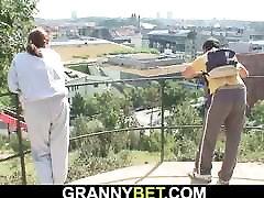 stranac podiže i fucks baku