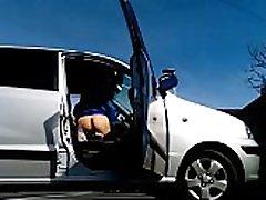 k&ogravecalos - utripajoča my ass iz avtomobila v javno parkirišče