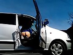 K&ogravecalos - η Λάμποντας τον κώλο μου από το αυτοκίνητο σε ένα jaque climatic χώρο στάθμευσης