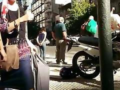 tesen rit v jeans na ulici