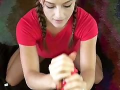 handjob in obraza z dolgimi rdečimi nohti