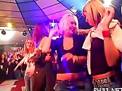 hot friendl mom videos of group-sex