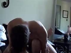 jauna graži pora turi didelį fuck