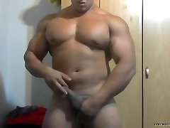 Bodybuilder Playing with himself on Cam