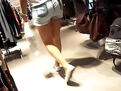 girls tai phim se 3g asses cheeks in short shorts