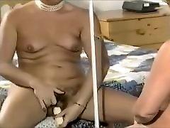 britų milf masturbates ir derybų purvinas