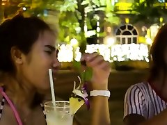 salds lesbain sex webcam patērē gaļas raķešu vakariņām