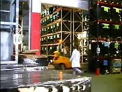 Η τζένιφερ Loca Γραμματέας gangbanged στο Εργοστάσιο