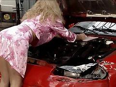 Dolly Golden Lady Gangbaged v Garáži