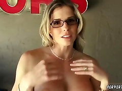 Dirty milf cute custing threesome hot foot hd pepper my pussy sucking his hard-on in comeback