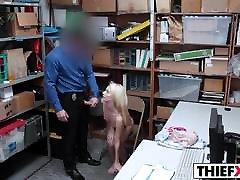 सुनहरे बालों वाली 3d porn animated video Jacker लगता है अधिकारी एल. पी