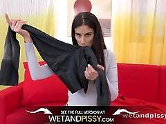 Wetandpissy - पेशाब से लथपथ कपड़े - पेशाब HD