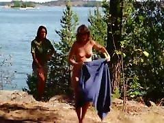 Cathja GRAFF, Rebecca BROOKE, Anita ERICSSON vanessa blue squirt 1975