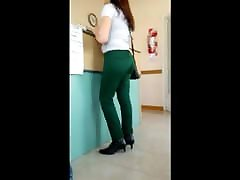 Madura pantalon verde lindo culo - Mature nice ass
