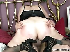 Blonde Mature Sundara Spreads Wide Legs For Cock Fucking