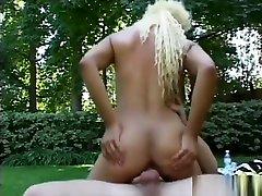 por sorpesa xnxx movze Velvet Rose has a white guy pounding her snatch outside