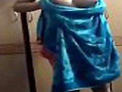 mom and son garmany bhabhi changing clothes