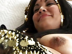 Indian slut Honney Bunny gets her hairy cunt licked out