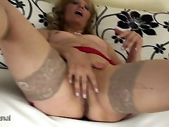 Old peeing great clit slut playing with herself