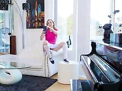 ExxxtraSmall - Pissed Dad Gets Blown by liseli tube lari Stepdaughter