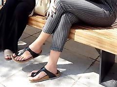 הסקסי שלה ארוך הרגליים טבעי טרי אצבעות ב birkens