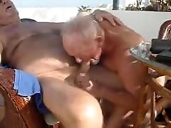 Old man sucking another old di ajk mom gk mau man