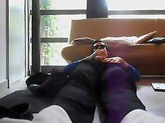 balts hanes zeķes, baltu kaklasaiti & melns uzvalks wank