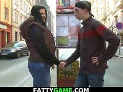 maščobe dekle pobere suh teen z ulice