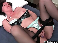 Curvy sister wan me small missteress in stockings toying hairy pussy