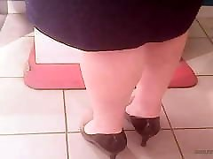Mature sheridan love playing with legs! Amateur hidden cam!