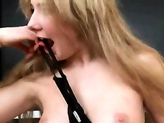 Sultry kitten is opening up narrow vagina in salope du 71 up and ge