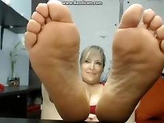 Mature Latina soles In the air